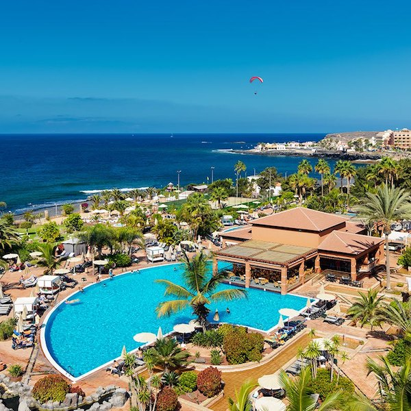 H10 Costa Adeje Palace: view of pools and sea
